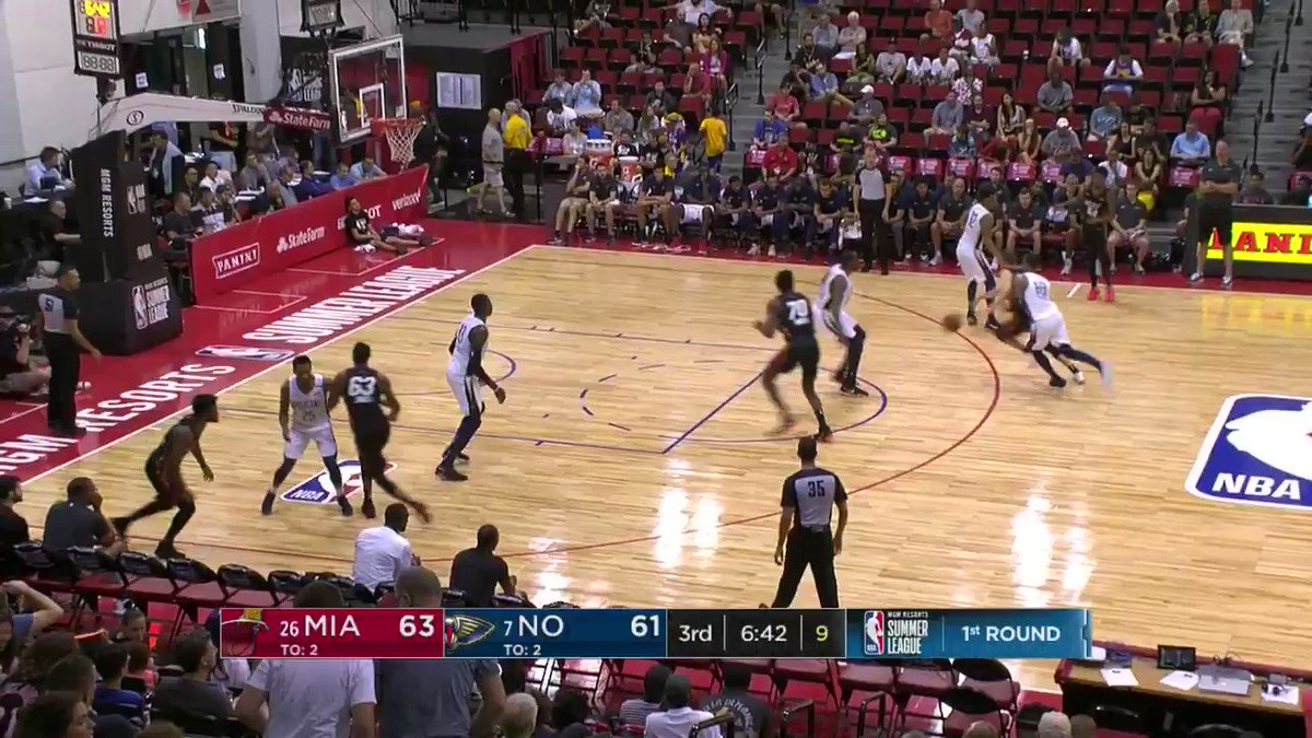Cliff Alexander sends it away!  #NBASummer https://t.co/NwtANxfg52
