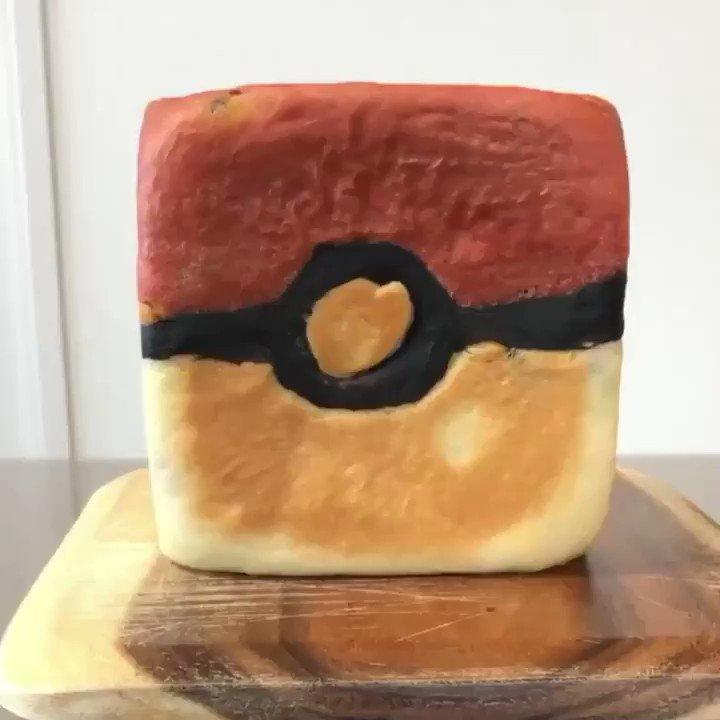 モンスターボールの 食パン🍞 作りました。  中には、、、  ピカチュウ入ってます💛  #ピカチュウ #モンスターボール #イラストパン #Pokemon #Pikachu  #pokeball  #パン作り好きな人と繋がりたい
