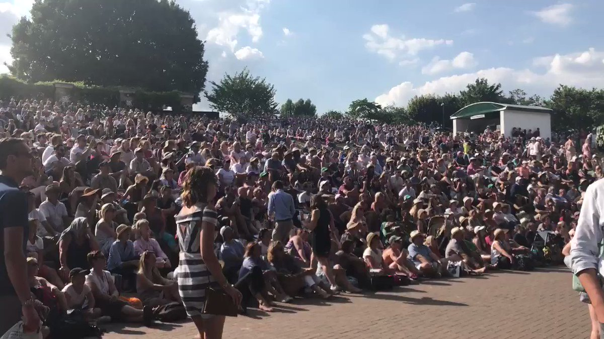 That went down well.  LIVE: �� @BBCOne �� https://t.co/kKnPq8Z64T     #bbctennis #wimbledon  https://t.co/kKwrnnK34Y