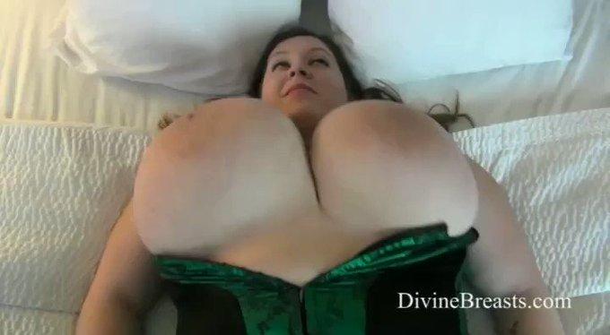 Mara On Back Jiggle Show see more at https://t.co/184o2cj5oW https://t.co/c9hNYE2iIH