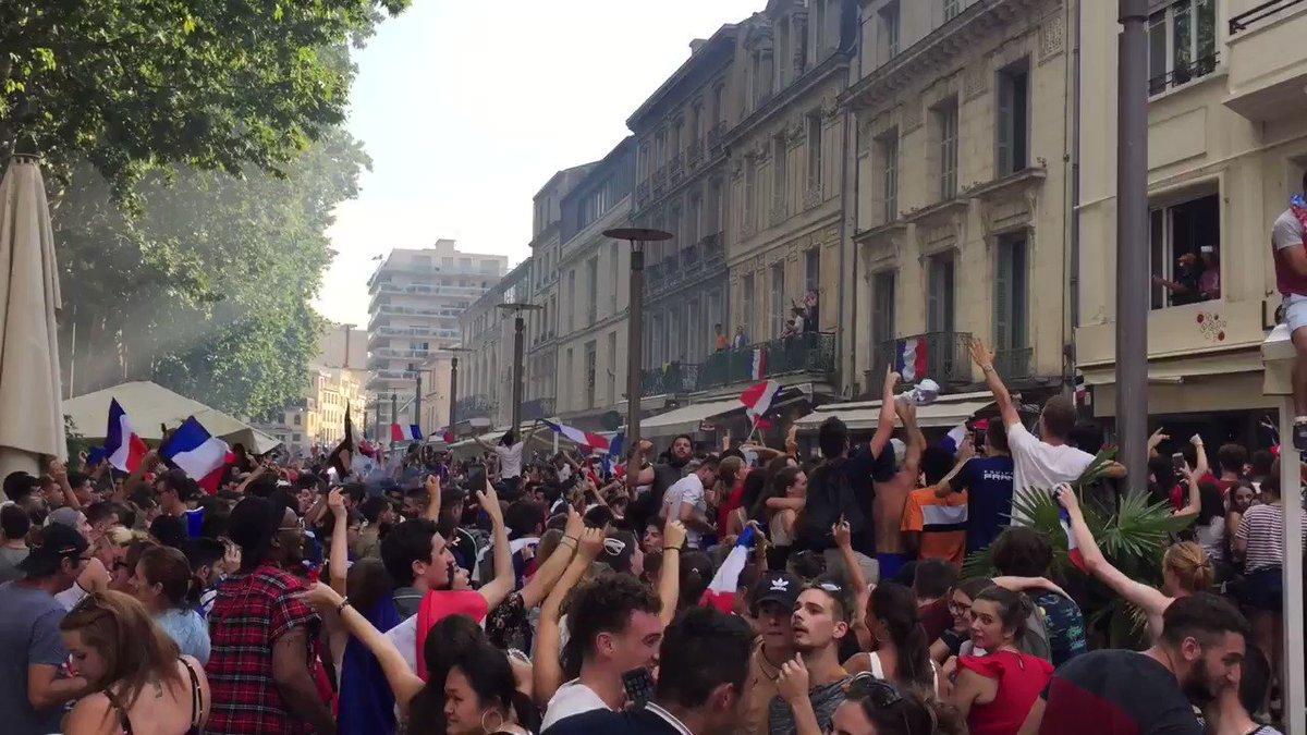 #Niort. La France est championne du monde de football. ???????????? C'est de la folie sur la place de La Brèche. https://t.co/QILGSowpvk
