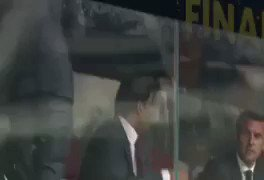 L'émir du Qatar @TamimBinHamad laisse sa place en tribune à l'epouse du président français, Brigitte Macron. #worldcup