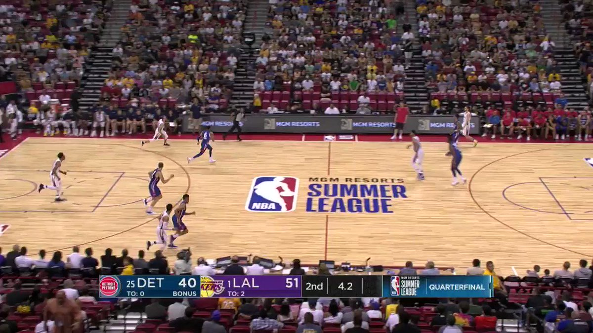 3 + 1 right before half for Alex Caruso! #NBASummer https://t.co/4I5PLcnom2