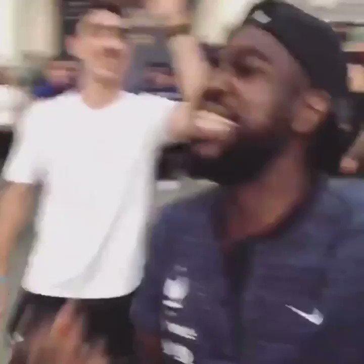 Umtiti salió campeón del Mundo y lo festejó cantando @Marama_Oficial 😂🙌🏻