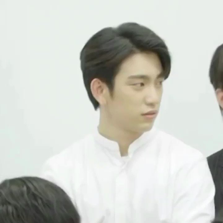 Jinyoung about Mark: No job but rich   His little jabs in English are the best ��  #GOT7 @GOT7Official https://t.co/bnu7f1ZdUz