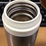 氷が入った水筒に冷えた麦茶を入れるとおもしろい現象が発生!w
