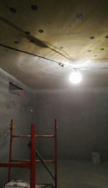 """На ЖК """"Tarmo"""" ведутся работы по окраске потолков технических помещений. Заказчик: АО «ЮИТ Санкт-Петербург»"""