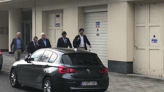 Puigdemont llega a Bélgica aclamado por Torra y los 'exconsellers TlrrXAricPSNPrFA?format=jpg&name=small