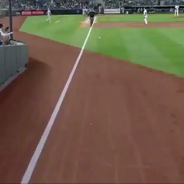 I can't stop watching this video, the throw is perfect 😳