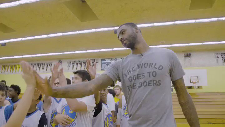 Special thanks to former @warriors, @DWRIGHTWAY1 for surprising our campers in Hayward this week!👏