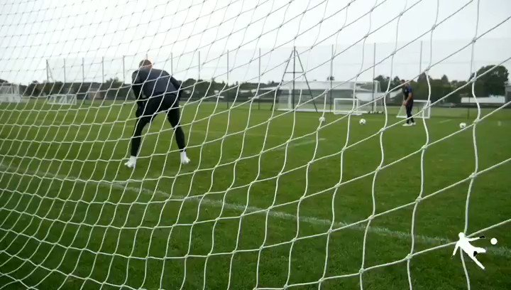 💥 Explosive Work💥 - 🎯Working on lateral movement across goal with as much power as we can🎯 - 🔗Link to our online shop in bio 📝 - #themoderndaygk #moderndaygk #gksaves