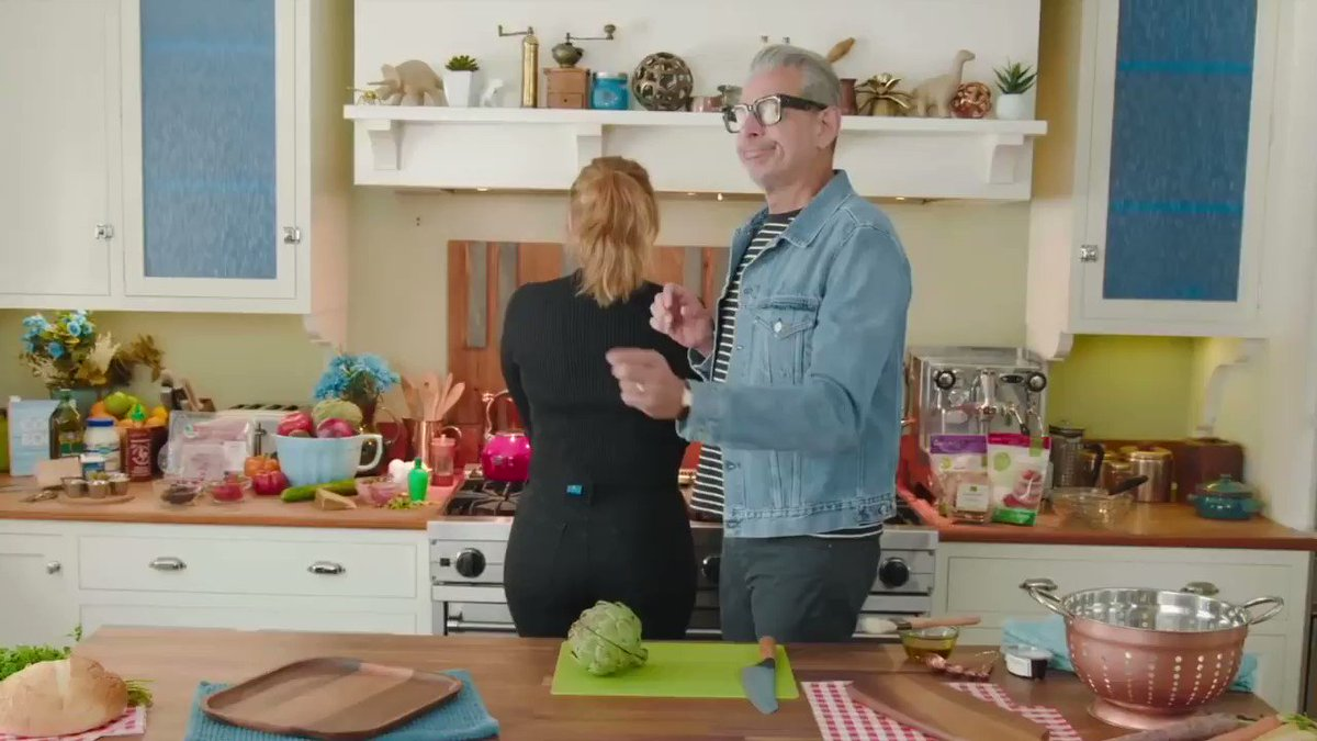 jeff goldblum struggling to cook for 90 seconds straight