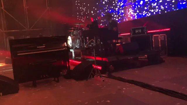 I'd rather be at a @JamesBlunt concert. #LoveIsland