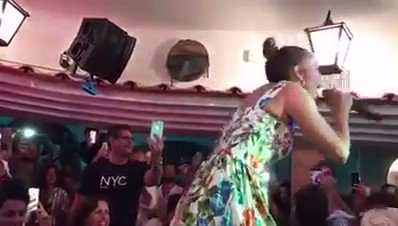 #JenniferLopez turns into Roberta Faccani. #Jlo #Capri (Video:pag FB Mattino)  - Ukustom