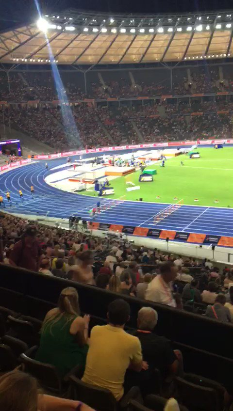 Giro di pista con il tricolore per Yohanes #Chiappinelli!  Uno strepitoso terzo posto per il siepista a #Berlin2018! #ItaliaTeam @atleticaitalia #TheMoment  - Ukustom