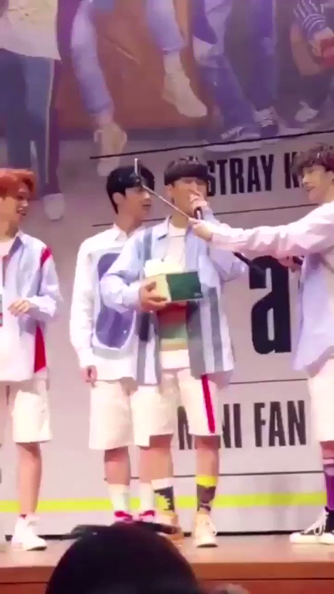 changbin dropping his birthday cake on the floor (2018) https://t.co/ww59E4dOvt