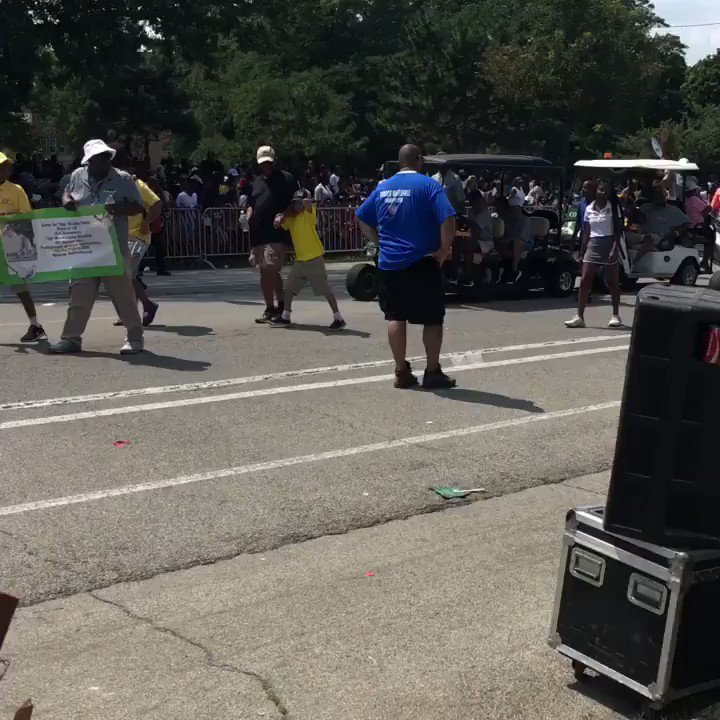We made history today!!! This was the first ever golf showcase in the @BudBilliken parade. Thank you @ChiGolfAlliance @ChiDefender @JacksonParkAC @southshoreCPD @TigerWoods We can't wait for the future!!!
