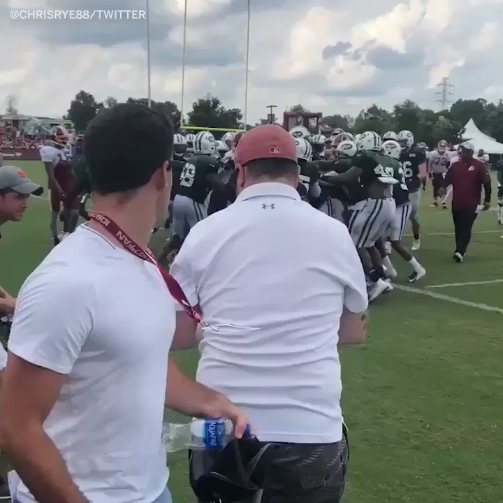 A brawl broke out at today's joint practice between the Jets and the Redskins ��(via @Chrisrye88) https://t.co/aO2S7iwQil