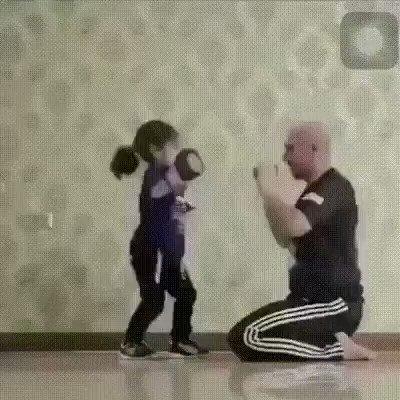 Научил дочку боксу на свою голову 😕
