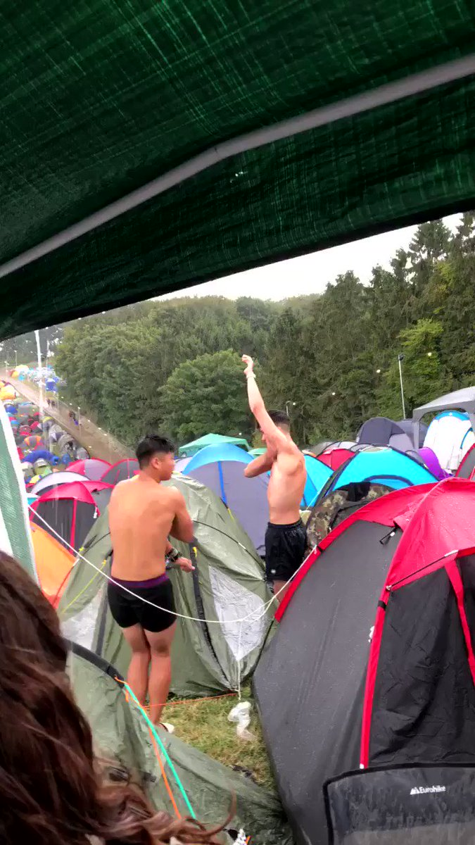 Who says you can't shower at a festival? 😂🚿