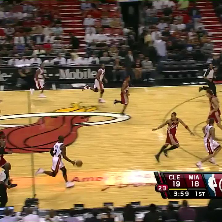 And the foul! @DwyaneWade   #TeamDay | @MiamiHEAT https://t.co/KKGXzVSTg2