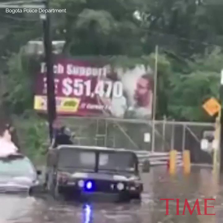 Police had to rescue this bride out of her flooded car https://t.co/GlDLMuFOXH https://t.co/B4U6xCktqp