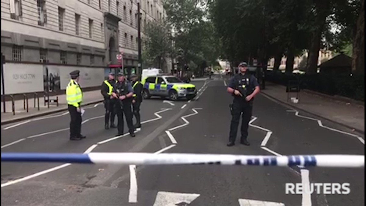 Anti-terrorism police lead inquiry after people hit by car at UK parliament https://t.co/GIx8Qdqu8l https://t.co/YjuDMPtwfU