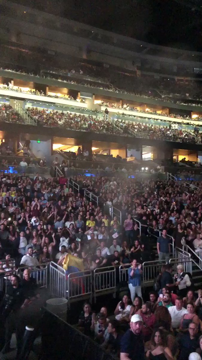 Are you ready Orlando??? Preparados??? #ShakiraOrlando. ShakHQ https://t.co/L1hBtrcs1P