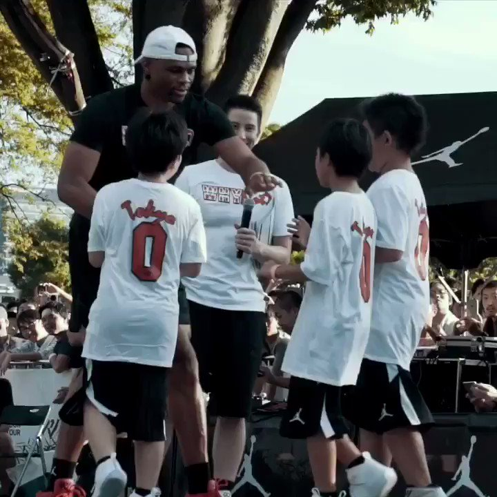 �� @russwest44 hits the court in Tokyo during his #WhyNotTour! https://t.co/NWlAiV6KlV