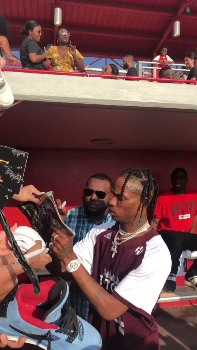 .@trvisXX showing love here at JH-Town weekend! �� https://t.co/dXg62CNIdW