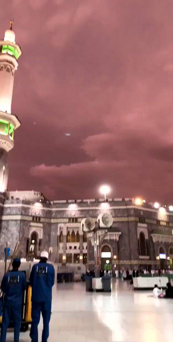 RT @ArabiaWeatherSA: #مكه_الان 🕋 شاهد سحابة مكة المُهيبة وقت صلاة المغرب لهذا اليوم الأحد 8/12/1439 https://t.co/COJKZENhkt