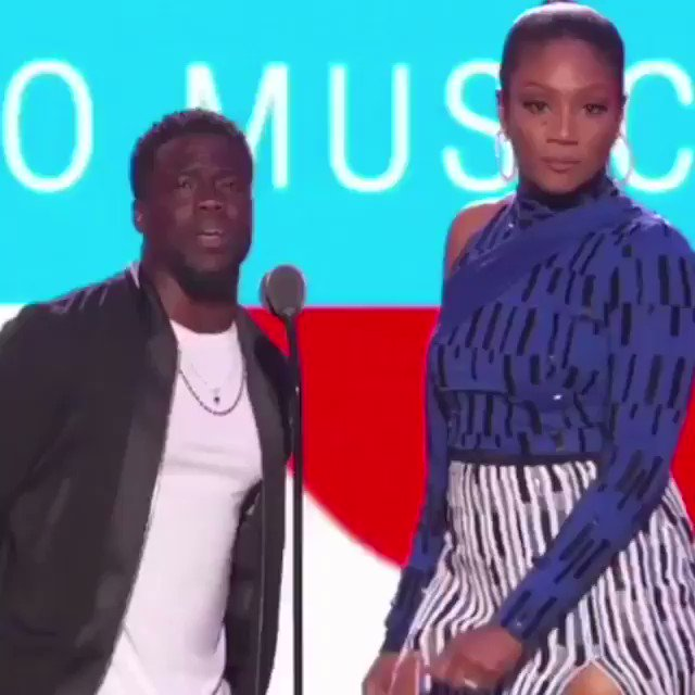 Watch⬇️#KevinHart had a Napoleon Complex moment at 2018 MTV VMAs ! Tells audience they can kneel.'There's no old white man to stop you' Sit down Little man #TuesdayThoughts #WednesdayWisdom #SaturdayMorning #ThursdayMotivation #Hollywood #VMAs fxn.ws/2MDgDSy #FoxNews