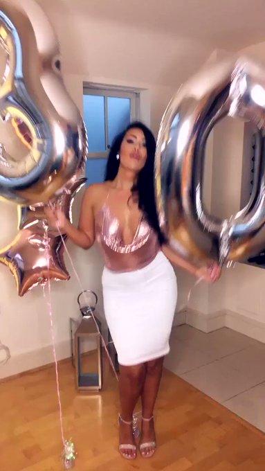 Woop its my Birthday 🎉🎂🥂🎁 https://t.co/ypwUCbyamu