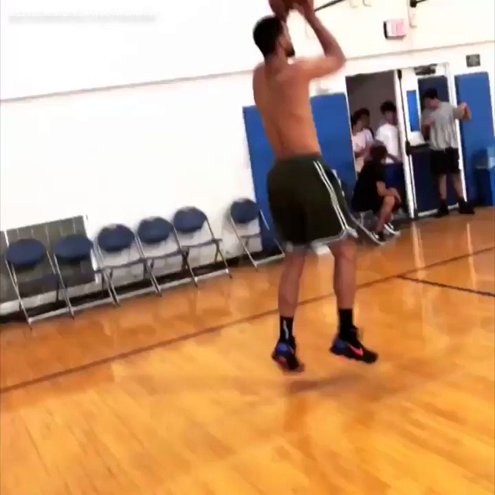 .@BenSimmons25 working on that jumper �� https://t.co/5FW5XfhrTn