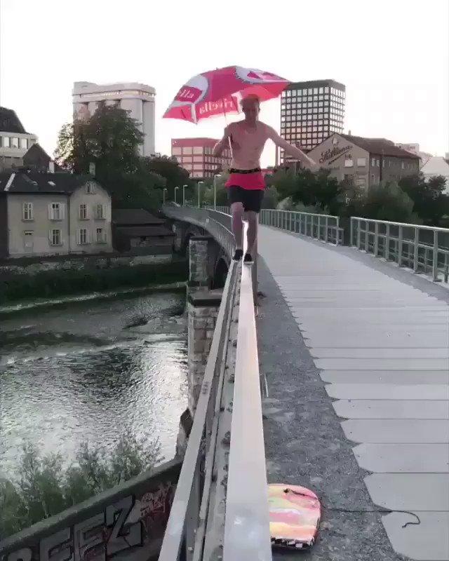 飛び込み超人www https://t.co/beW9PPGHAe