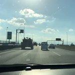 戦車が高速道路を走ってる!生で見れたなんてうらやましすぎる!