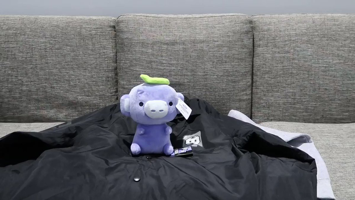 Were giving away one of every PAX West item. Coach jacket, gray hoodie, black pullover, pixel shirt, logo shirt, beanie, Wumpus plushie, and pin set. Like and retweet for a chance to win way too much upper body clothing.