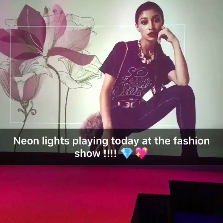 @ElectricTheatre @TheFriaryCentre thank you so much for featuring my music at your #fashionshow this afternoon . #localarist #musician #topbrands #clothingbrands #loveisland #heartradio #theneonlights #carveyournameinthesky #songwriter