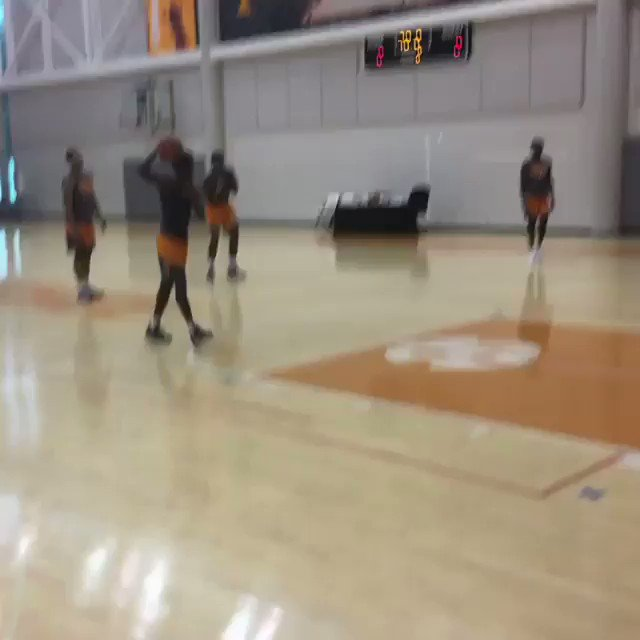 That's a lot of bounce for one squad 👀 @Vol_Hoops (via athleticstandard/IG)