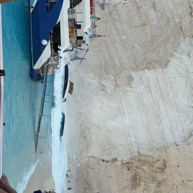 Jezivi snimci sa Zakintosa: Stena se ruši, ima povređenih