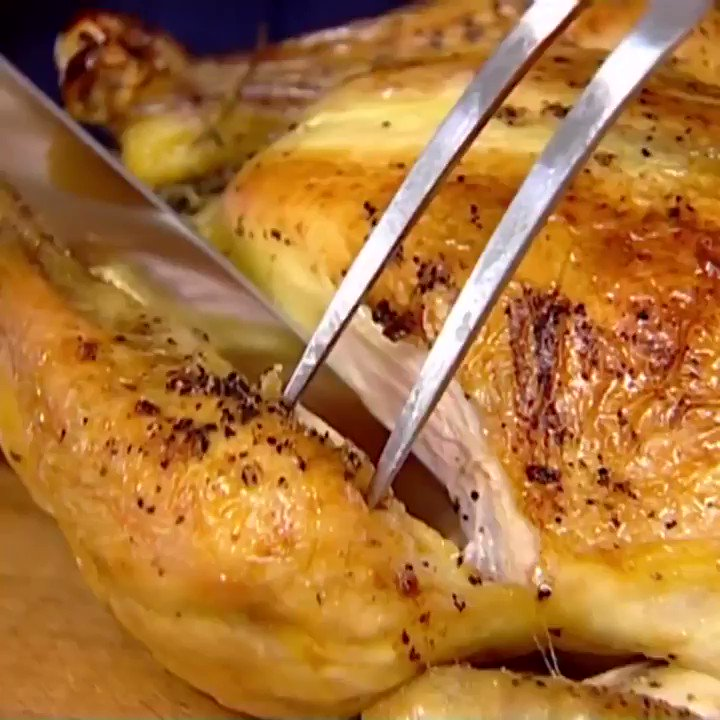Recipe of the Day: Lemon + Garlic Roast Chicken ������ https://t.co/wC4HIJIwyy https://t.co/FBrPeavtRI