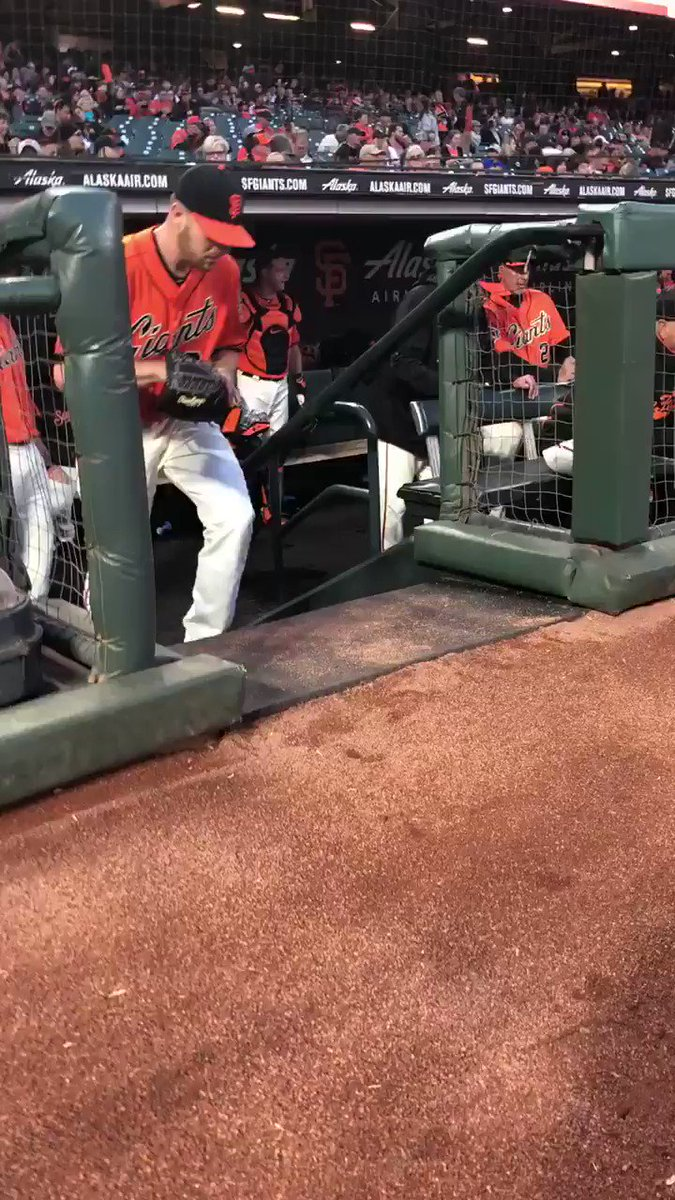 Go time ��  #OrangeFriday | #SFGiants https://t.co/R7Kxme39l2