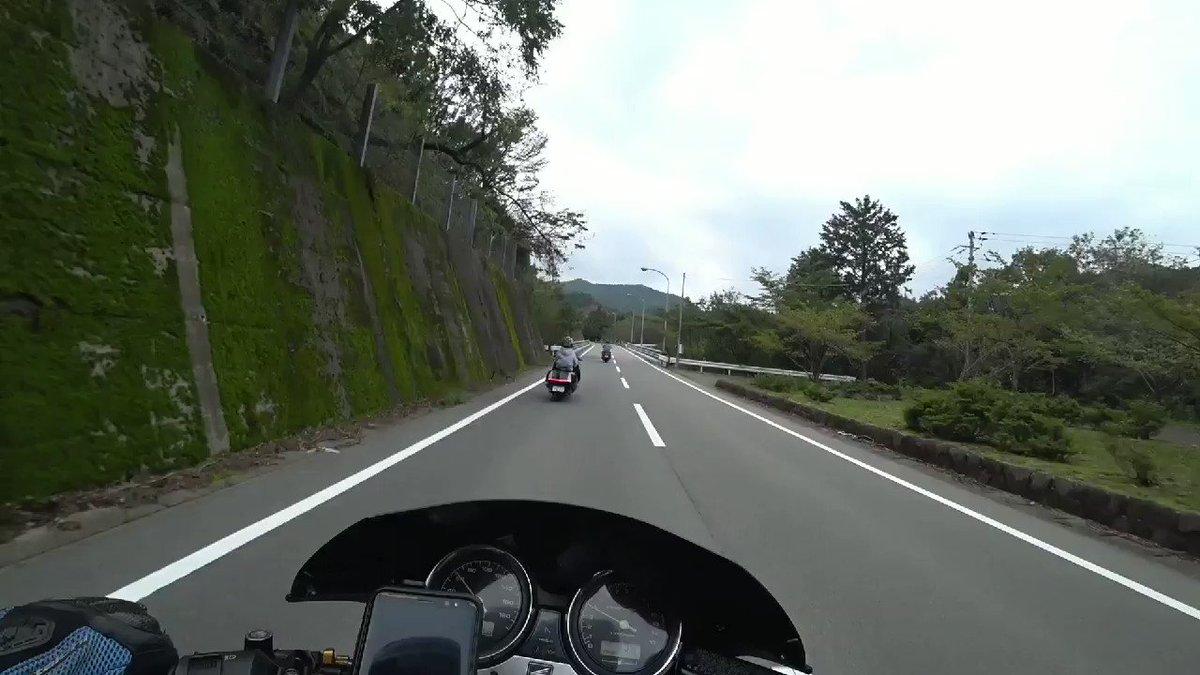 コーナー中に後輪を浮かすマグザム🛵 https://www.youtube.com/ThreeStrikes