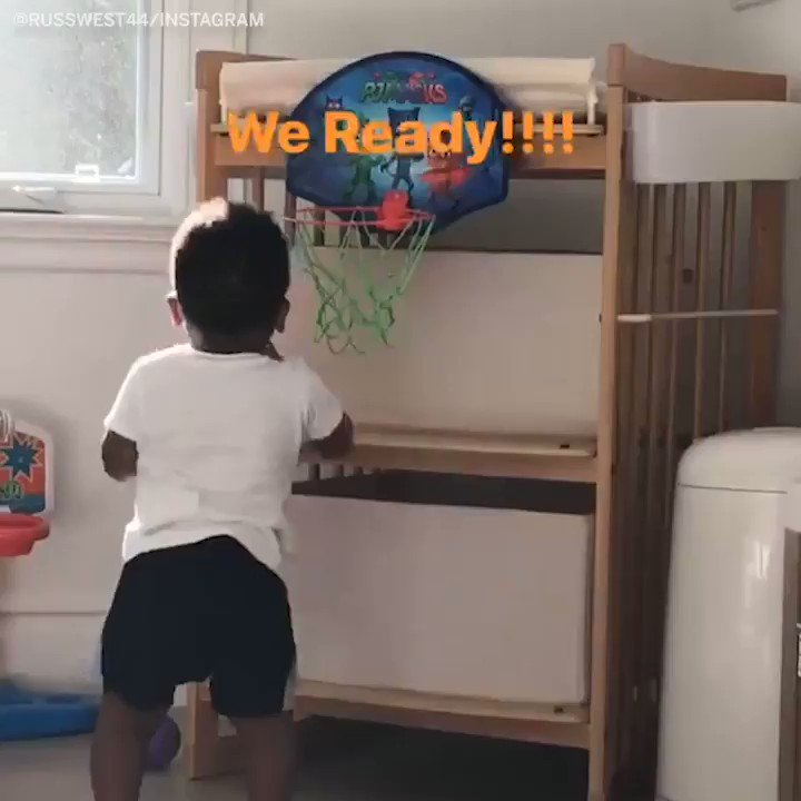 .@russwest44 tells his 1-year-old son to dunk it! https://t.co/mgtnLWzPeT