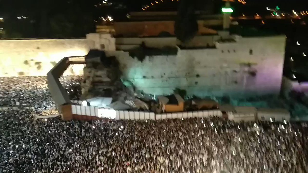 Tens of thousands are begging to God at the Western Wall to forgive them before the holiest day of the Jewish people #YomKippur. They ask with a broken heart. We have sinned, please have mercy on us