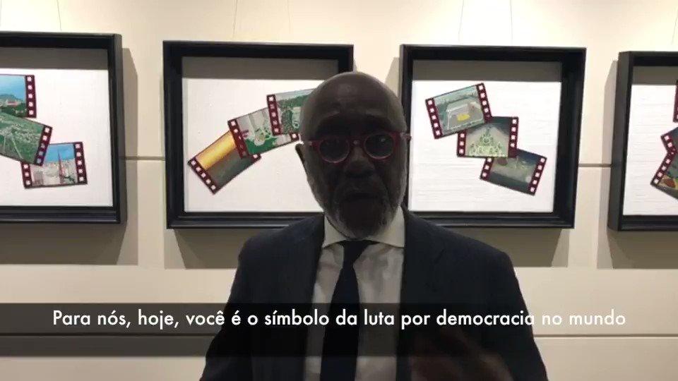 O senegalês Pierre Sané, ex-diretor geral da Anistia Internacional e ex-diretor geral adjunto da Unesco mandou uma mensagem para @LulaOficial: Para nós, você é um símbolo mundial na luta por democracia, como Mandela foi um símbolo na luta contra o racismo