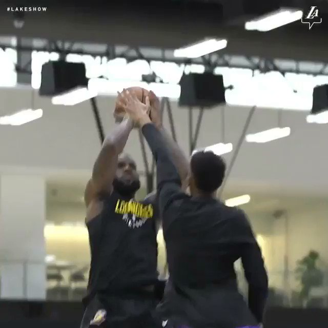 Who's ready to see @kingjames and the Lake show this season? ��   (via @Lakers) https://t.co/qJEjpuY9E8