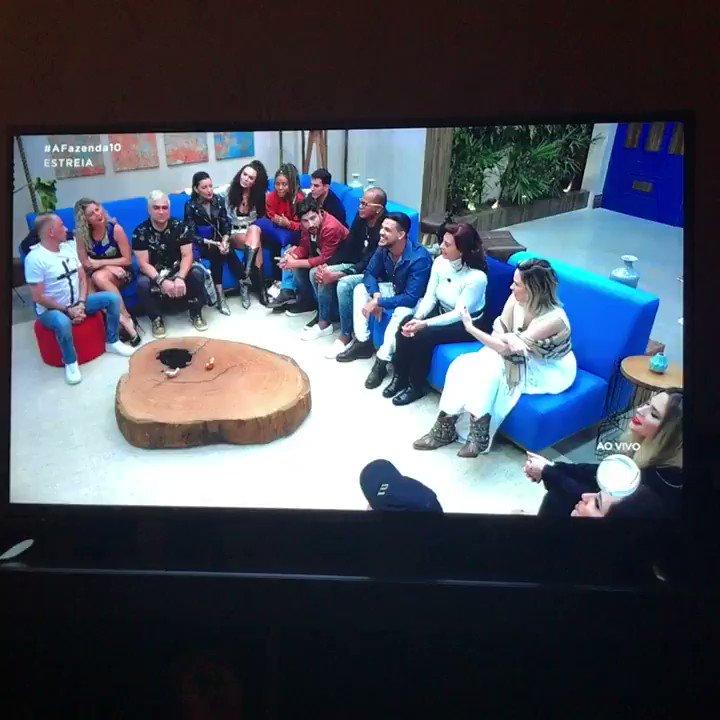 #Afazenda10 Segurem a @anapaularenault olha elaaaa