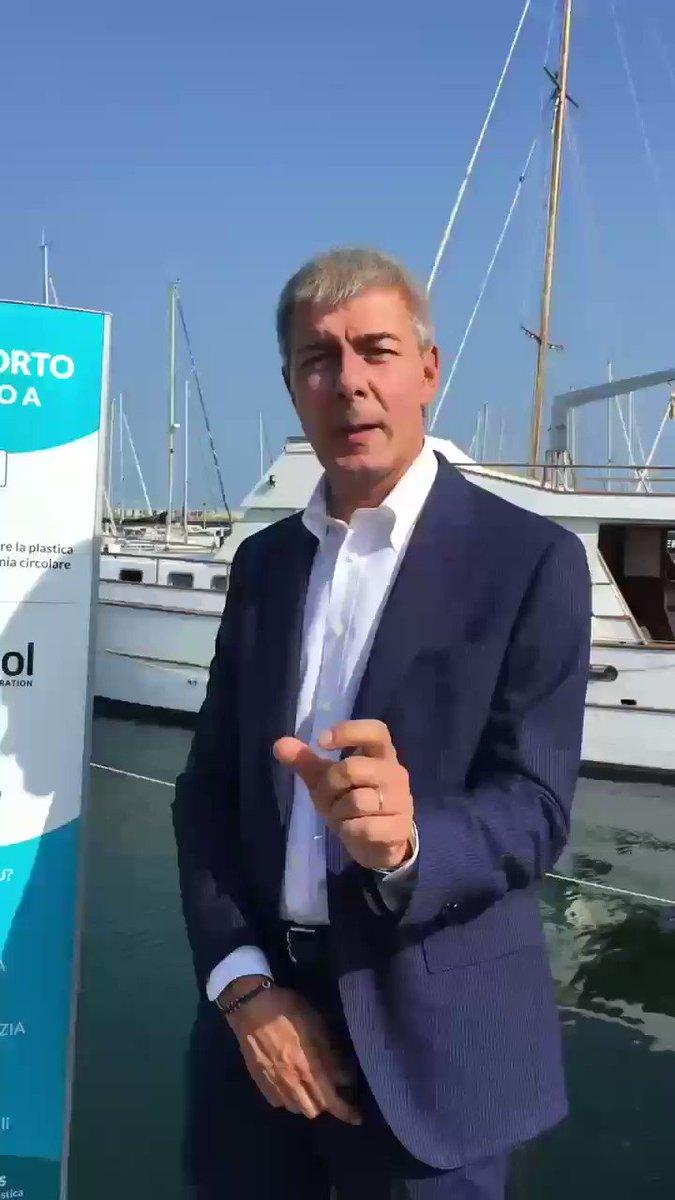 Alessandro Magnoni, direttore comunicazione e relazioni governative di @WhirlpoolCorp Emea ha in mente un futuro #PlasticLess per gli uffici di Milano e non solo!  - Ukustom