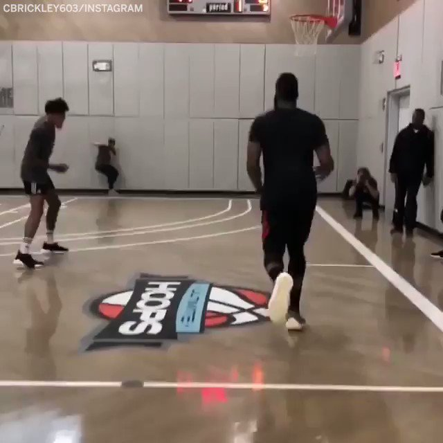 .@JHarden13 put on a passing clinic 👀 (via @Cbrickley603)